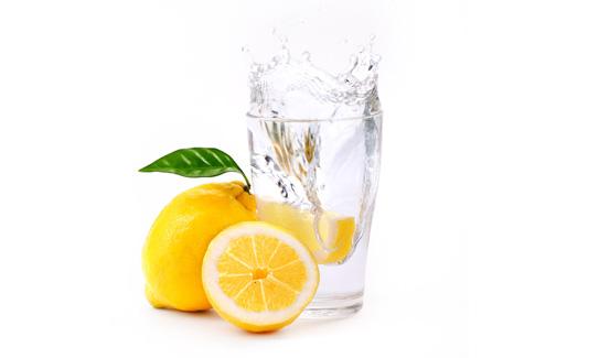 glas-zitrone-wasser